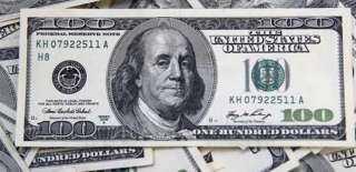 الدولار يحافظ على استقراره خلال التعاملات المسائية