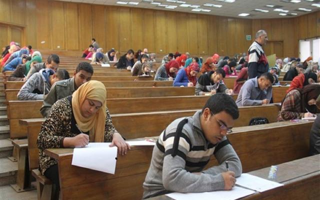 امتحانات السنوات النهائية بالجامعات .. الطلاب يرفضونها ...