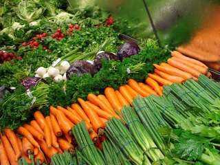 تعرف على أسعار الخضراوات والفاكهة بسوق العبور