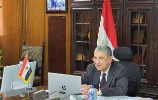 وزير الكهرباء يدلي بصوته في انتخابات الشيوخ بمدرسة الأورمان بالعجوزة