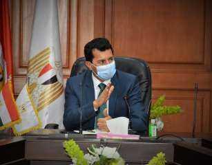 عاجل.. وزير الشباب والرياضة يعلن شروط التراجع عن قرار استئناف الدوري العام