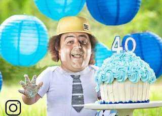 """""""بصورة ساخرة"""".. شيكو يشكر أصدقائه وجمهوره علي معايدات عيد ميلاده"""
