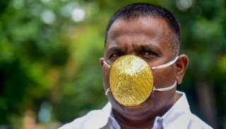 الكمامة الذهبية.. هندي يواجه كورونا بـ«60 جرام ذهب»