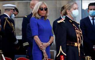 قرينة الرئيس الفرنسي تتألق بدون كمامة في احتفالات يوم الباستيل