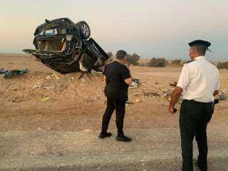 محافظ البحر الأحمر يطمئن على مواطنين إنقلبت سيارتهما على طريق الزعفرانة