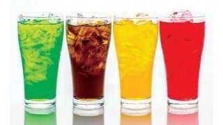 ماذا يحدث عند الإفراط في تناول المشروبات الغازية؟