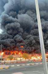 بالصور.. تفاصيل الحريق الهائل الذى شب في سوق شعبي بالإمارات