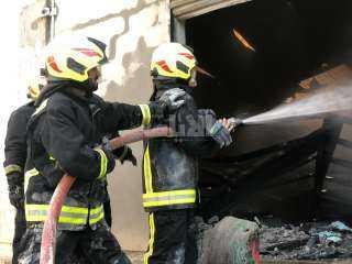 حريق ضخم في ورشة بعزبة الصعيدي بدمياط