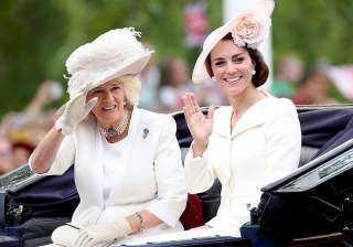 القبعات الملكية.. ما هو سر ارتدائها حتى الآن؟
