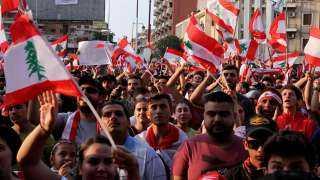عاجل.. اشتباكات عنيفة بين الشرطة اللبنانية ومتظاهرين قرب البرلمان
