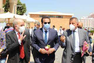 بالصور.. وزير التعليم العالي يتفقد مقر مكتب التنسيق الرئيسى الجديد بجامعة عين شمس