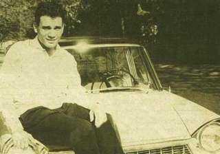 """حكايات """"العندليب"""" مع العربيات ... وسر السيارة التى أنقذته من الموت"""