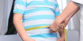 تعرفي علي سبب زيادة وزنك رغم أنكي لا تأكلين كثيرا