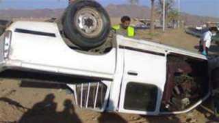مصرع وإصابة 20 إثر حادث انقلاب سيارة ربع نقل بصحراوى الصف