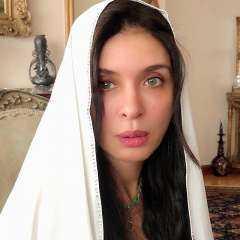 شاهد.. الراقصة دينا تثير غضب جمهورها لارتدائها الحجاب