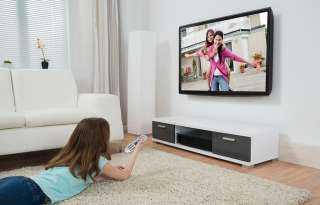 هل التليفزيون يصيب الطفل بقصر النظر؟.. إليك الإجابة