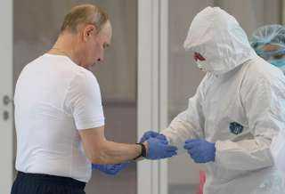 """عاجل ..علماء روس يحذرون العالم من """"لقاح بوتين """" لعلاج كورونا"""