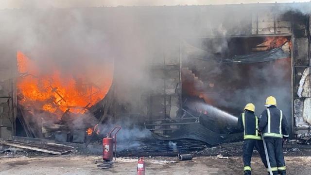 بالصور حريق هائل يلتهم سوق للخيام بـ الرياض عرب وعالم الموجز