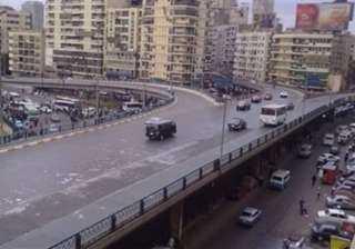 انتظام حركة السيارات بالمحاور والميادين الرئيسية فى القاهرة والجيزة
