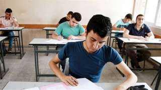 صراخ واغماءات وحالة وفاة .. طلاب الثانوية العامة يشتكون من صعوبة  امتحان الفيزياء