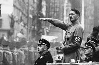 هتلر يعود للظهور بين صفوف الجيش الألماني .. اعرف التفاصيل