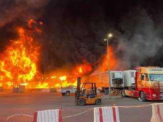 حريق ضخم يلتهم مستودع أخشاب في السعودية