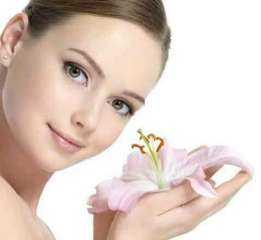 يمنع التجاعيد المبكرة.. فوائد زيت الورد للبشرة
