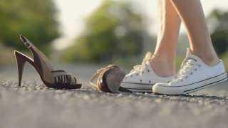 """من السفر للرزق والسعادة والفراق""""..  تعرف علي تفسير رؤية الحذاء في المنام"""