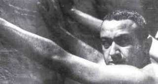 """""""خيط أبيض.. خيط أسود"""".. قصة فيلم عالمي لنور الشريف سرقه الموساد ودمر """"نسخته الأصلية"""" بعدما فضح إسرائيل من الداخل"""