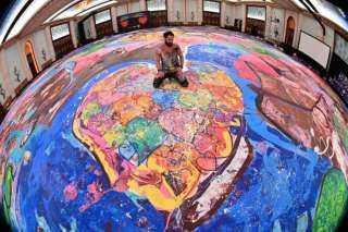 بحجم ملعبين لكرة القدم.. بريطاني يستعد لدخول موسوعة جينيس بعد رسمه أكبر لوحة في العالم