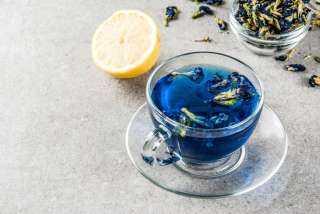 وداعًا للزهايمر.. عالجي الشيخوخة المبكرة بـ«الشاي الأزرق»