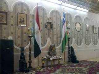 سفارة أوزبكستان تحتفل بتقليد عميد آثار القاهرة وسام الصداقة