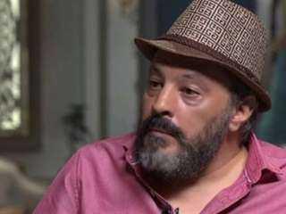 أحزان عمرو عبد الجليل.. ابنه مريض منذ 4 سنوات.. ولا يقرأ الصحف أو يشاهد التليفزيون.. وعصابات السوشيال ميديا نصبت عليه