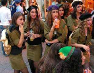 الجنس والموساد.. تفاصيل الليالي الحمراء التي أوقعت أعداء إسرائيل في شباك الصهاينة