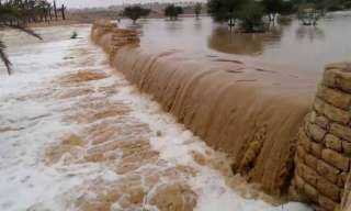 عاجل .. إغلاق طريق الشيخ فضل - رأس غارب بسبب السيول