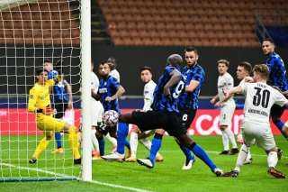 إنتر ميلان يتعادل أمام مونشنجلادباخ (2-2) في دوري الأبطال