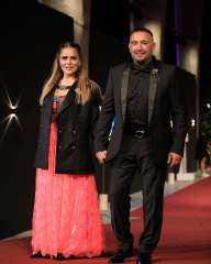 """الحلوين.. زوجة أحمد السقا ترتدي """"جاكيت بدلة"""" في افتتاح مهرجان الجونة"""