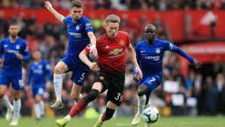 مانشستر يونايتد يتحدى تشيلسي في قمة مثيرة بالدوري الإنجليزي