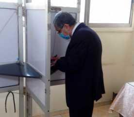وزير الكهرباء يدلى بصوته في انتخابات النواب