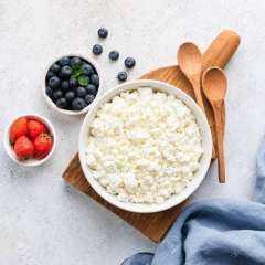لماذا يُنصح بتناول الجبن القريش؟