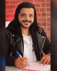 ليتني لم أكن وسيماً.. محمد هنيدي يداعب جمهوره بصورة طريفة
