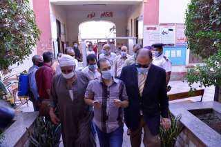 اللواء عصام سعد يصطحب كفيف إلى لجنته للادلاء بصوته في انتخابات مجلس النواب
