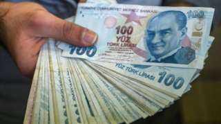 الليرة التركية تواصل التراجع أمام العملات