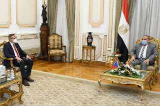 وزير الإنتاج الحربي يلتقى سفير التشيك لبحث سبل التعاون المشترك بين البلدين