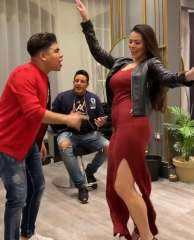 شاهد بالفيديو.. الراقصة البرازيلية لوردينا في وصلة رقص مثيرة مع حمو بيكيا وعمر كمال