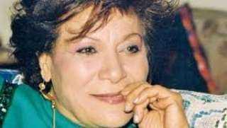 نجل عايدة عبدالعزيز :والدتي مصابة بالزهايمر ولا أحد يسأل عنها