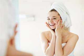 أبرزها استخدام الشامبو قبل البلسم.. عادات يومية خاطئة تضر الشعر