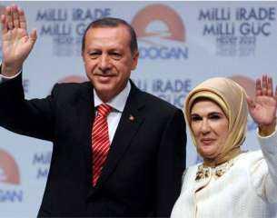 """أتراك يطالبون أردوغان بحرق """"شنطة زوجته """": خليك راجل وأد كلامك"""