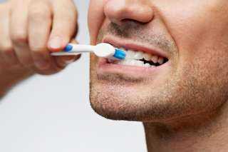 خلى بالك .. أمراض تصيبك بسبب عدم تنظيف الأسنان