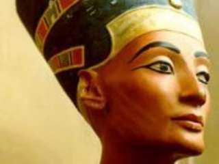 زاهي حواس يكشف حقيقة وجود مقبرة كليوباترا في معبد قرب الإسكندرية
